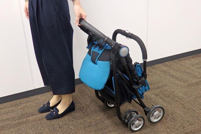 後ろにして引きながらキャリーカートのように移動すれば、重量をあまり感じずにラクに持ち運べます