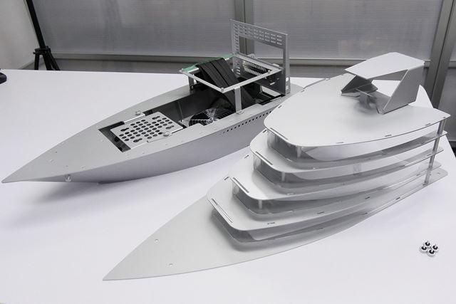 本体はデッキを境にして上部分を取り外しできる構造。手回しネジ4本で固定されているため取り外しも簡単