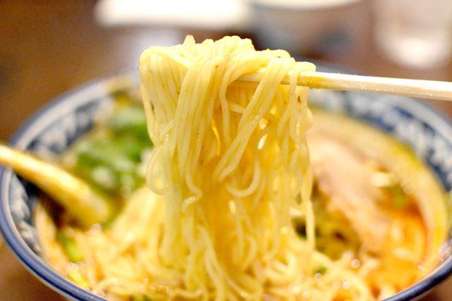 麺は、少しだけやわらかいゆで加減。ラーメン好きも納得できる味です