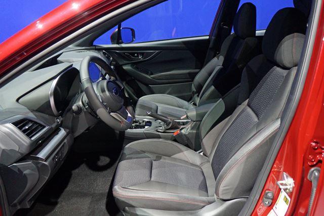 シートの座り心地の改善や、視界の確保など、前席の居住性も向上している