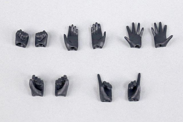 握り手、表情の異なる平手2種、武器持ち手2種の、全部で5パターンのハンドパーツが付属しています