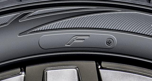 「ZIEX ZE914F」では、サイド部分に「F」マークが入り、「ZIEX ZE914」と見分けることができる