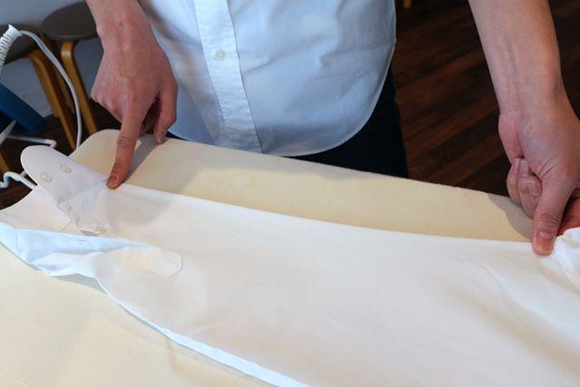 袖はアイロンをかける前に内側の縫い目をきっちり合わせておくのがポイント