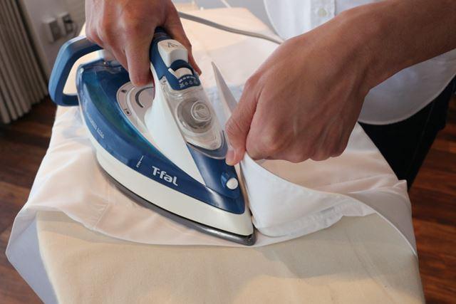 衿はピンと立った状態を作ってアイロンで形を取っておきます。着た時に衿がきれいに立ちますよ