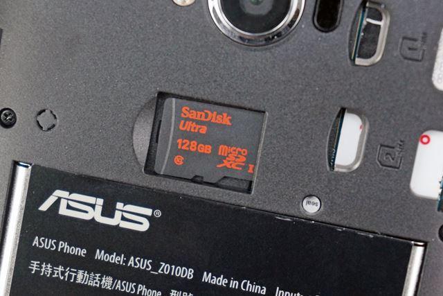 128GBまで動作確認の取れたmicroSDXCメモリーカードスロットを搭載する