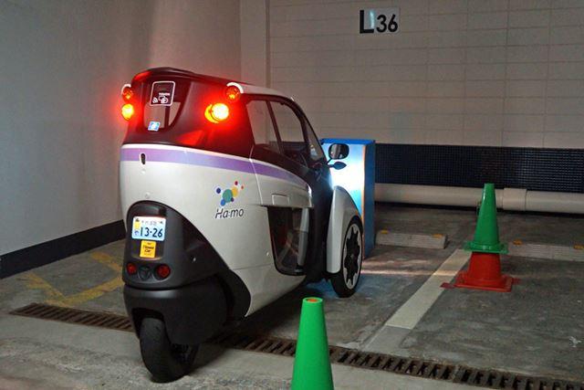 普通の自動車とは異なるハンドル操作を求められるので、駐車の練習メニューは念入りだ