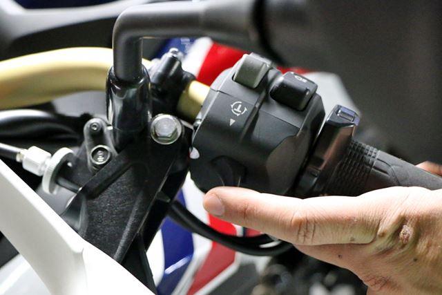 3段階で調整できるトルクコントロールのレベルは、左手側に設けられたレバーを引くだけで切り替えできる