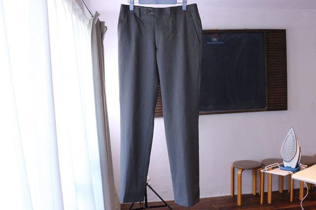 今回はビジネススーツのパンツを使用していますが、カジュアルなパンツも同様の方法でOKです