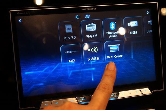 静電容量式タッチパネルを作用しているため、従来の感圧式タッチパネルよりも操作は軽快だ