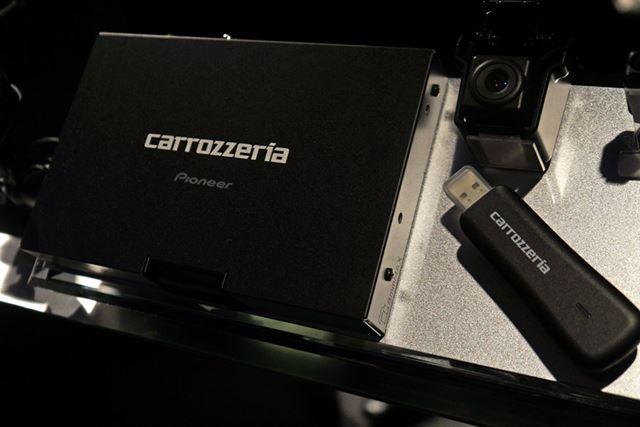 拡張ユニットの「MD-MA1」はカメラとセット。運転支援システムを後付けできるのが魅力だ