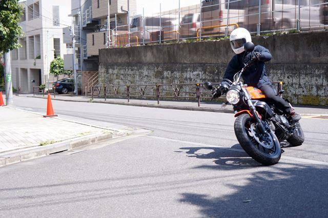 速度の乗る高速コーナーでなく、街中の交差点などを曲がるだけでも楽しい!