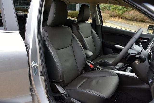 試乗した上位モデルのXTはオプションのレザーシートが装着されており、室内には高級感が感じられた