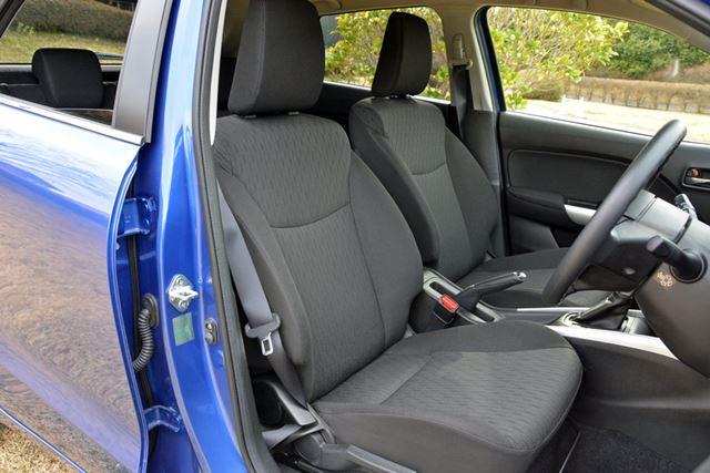 XGのシートの表面素材には一般的なファブリックが使われるため、落ち着いた印象