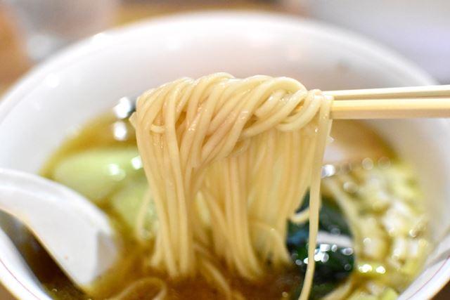 稲庭作りの麺はやわらかく、ツルツルです