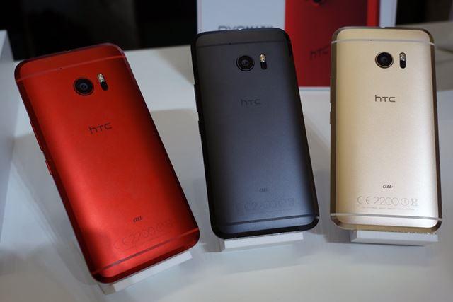 カラーバリエーションは、左からカメリア レッド、カーボン グレイ、トパーズ ゴールドの3色