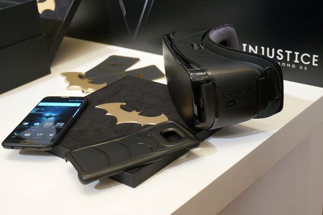 バットマンモチーフがちりばめられた「Galaxy S7 edge」と「Gear VR Black Edition」がセットになっている
