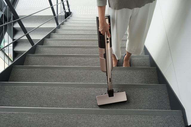階段の掃除は、パイプを外してハンディスタイルに!