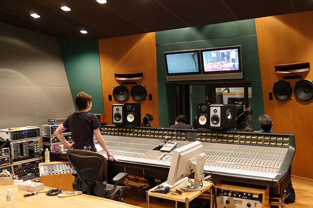 レコーディングに必要な機材が置かれたコントロールルームが、ライブ会場となった