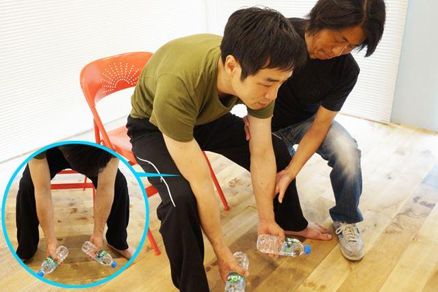 膝の開き方や肘を固定する位置は、自分のやりやすい所でOK
