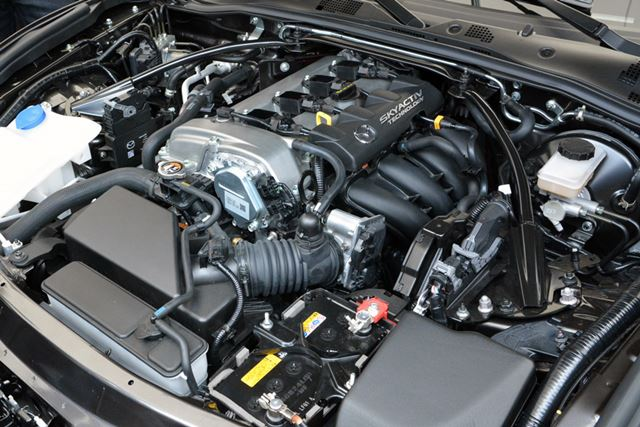 「SKYACTIV-G」を搭載。北米仕様なので2リッターエンジンを搭載