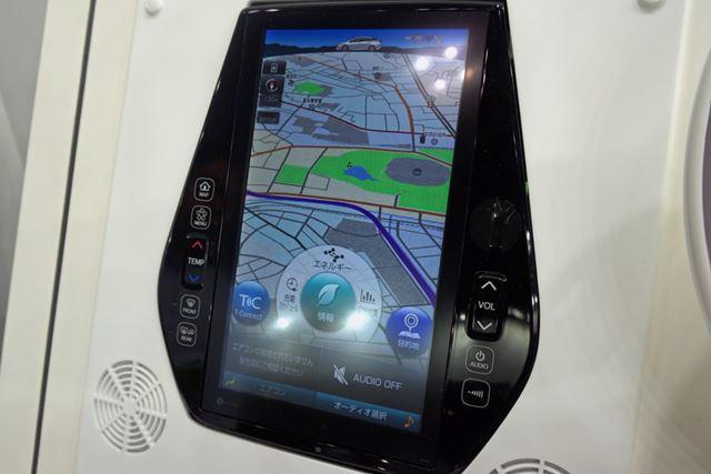 縦型の大画面で表示されるマップはかなりの迫力。フルHD解像度で視認性も十分高い