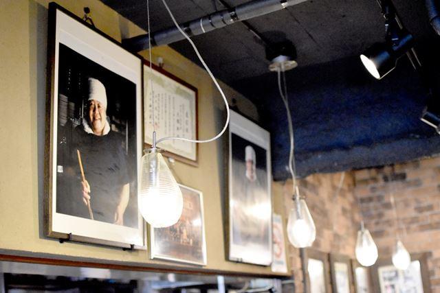 東池袋大勝軒の店内には、山岸さんの写真も