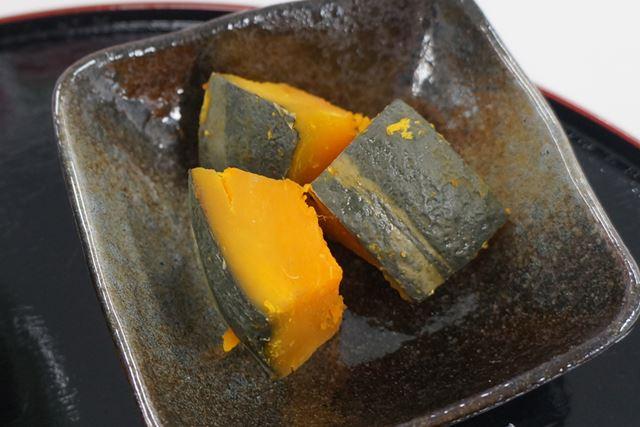 かぼちゃの煮物は、皮の部分も柔らか。煮崩れなく、味がしっかりと染み込んでいた
