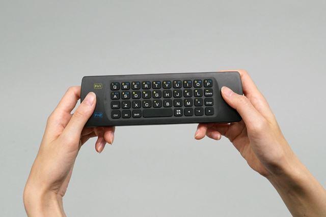 キーボード入力時は、本体をゲームコントローラーのように持つ