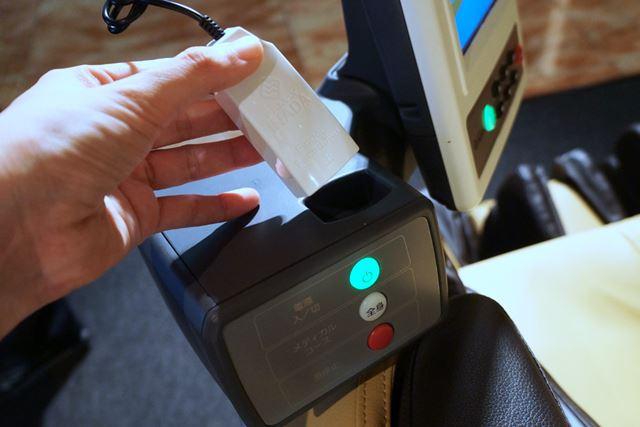 脈拍計測用のセンサーを搭載。なお、体重や血圧は外部機器で測定してBluetoothでデータを転送するか、手入力をする必要がある