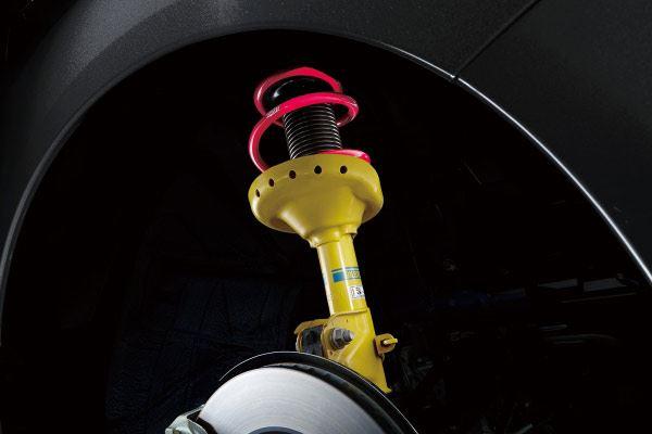 ビルシュタイン製のダンパーを装備。しなやかさとシャープさを両立したハンドリングをもたらす