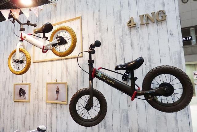 一般的な自転車と同じチューブ式のエアタイヤを使用。小型ブレーキも装備されています