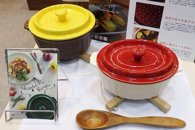 「Waterlid pot」は、高価で重い鋳鉄のホーロー製の無水鍋よりも軽くてリーズナブルなセラミック製