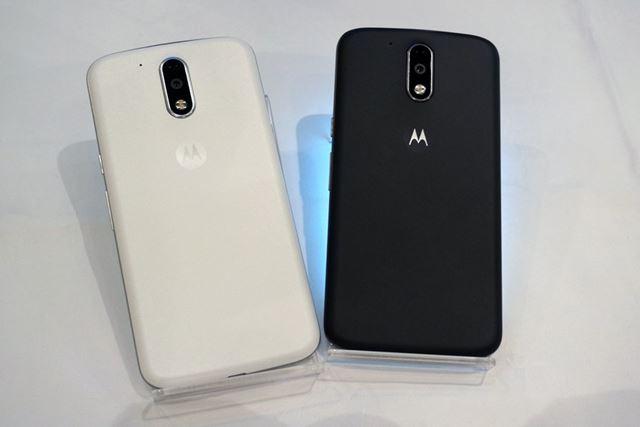 カラーバリエーションは、ホワイト(左)とブラック(右)の2色が用意される