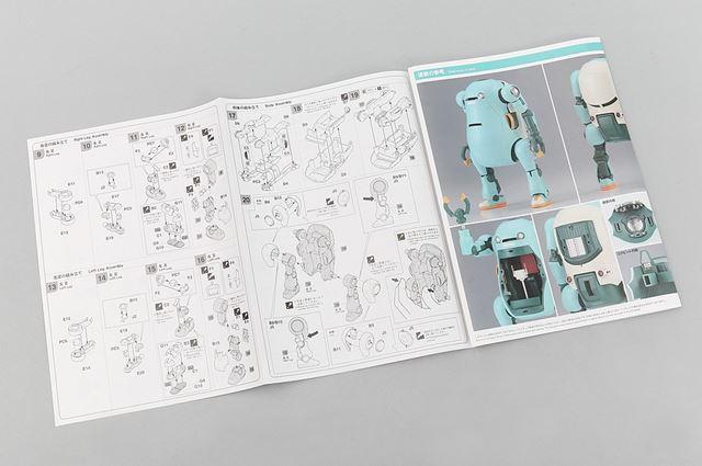 組み立て説明書です。説明書の裏側にはカラーでメカトロウィーゴの完成写真が掲載されています
