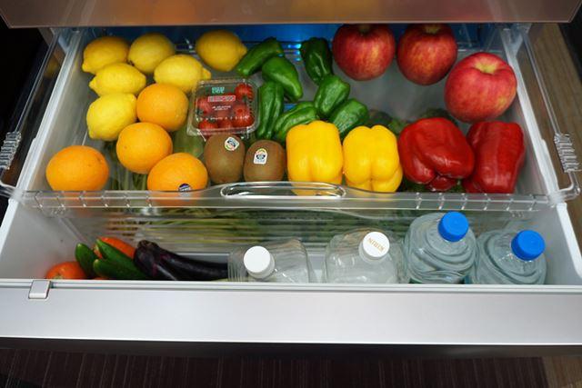 上の部分がスライドしてフタのような役目となり、野菜が入っている部分が密閉される