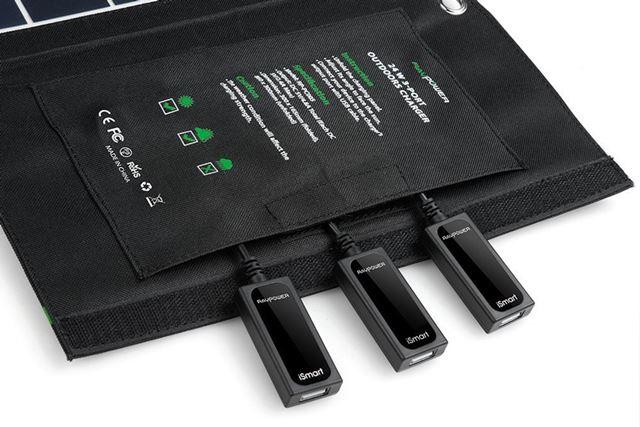 最大2.4Aの出力に対応するUSBポートを3基搭載。3基合計の出力は4.8Aと、今回紹介する製品では最大だ