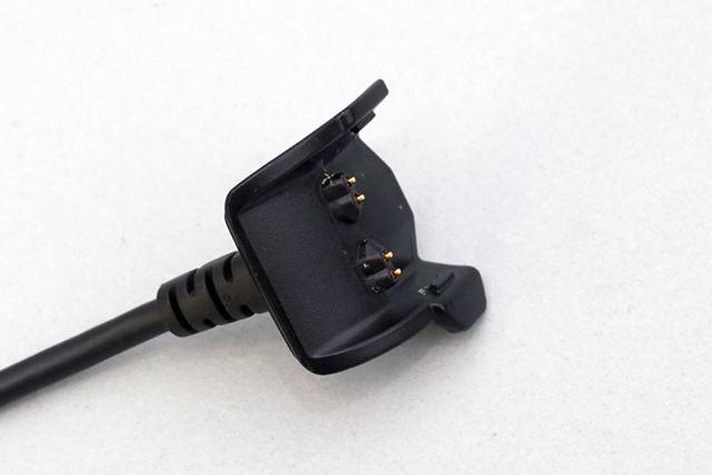 専用設計を採用する充電端子