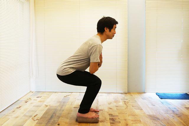 バランスが取れずにフラフラしてしまうようなら、膝の曲げ具合を浅めにしよう