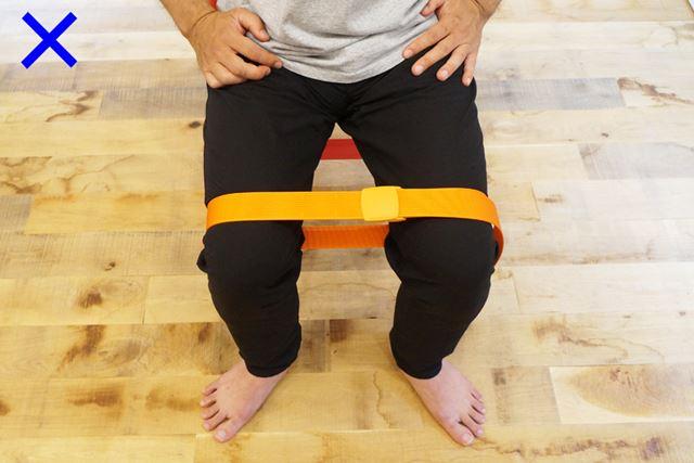 つま先が外側に開きすぎているのはNG。膝とつま先の向きを揃えることを意識する