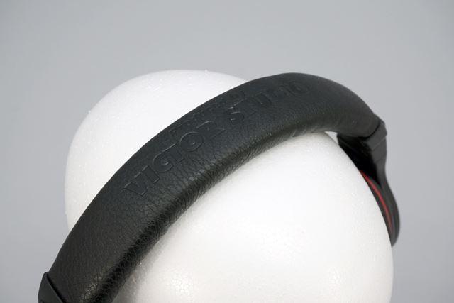 ヘッドバンドは耐久性の高いシボ加工が施されている