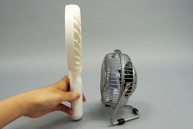 一般的な卓上タイプのUSB扇風機と比較すると、高さはありますが奥行はスリム