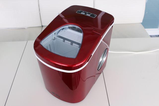 本体サイズは242(幅)×358(奥行)×328(高さ)mmで、パッと見は炊飯器風。重量は約9kgとそこそこ重い