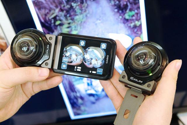 2つのカメラ部を使ってモニタリングしている様子。モニターには2つの全天周画像が表示されている