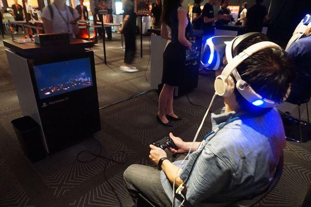 筆者もPS VRを装着し、さっそくスペシャルデモコンテンツを体験しました