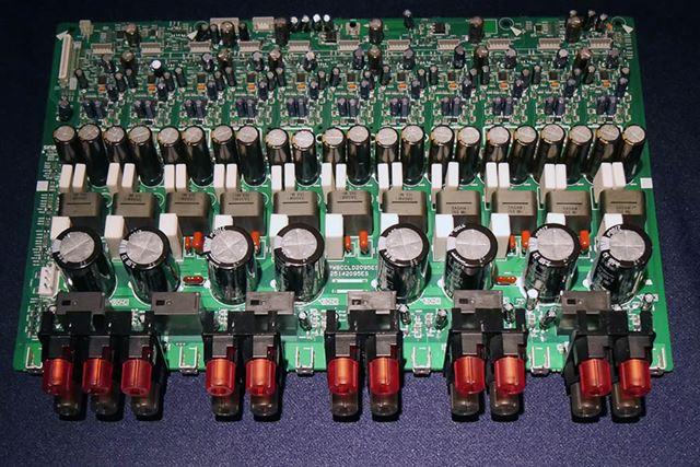 「ダイレクト エナジーHDアンプ」の実際の基板