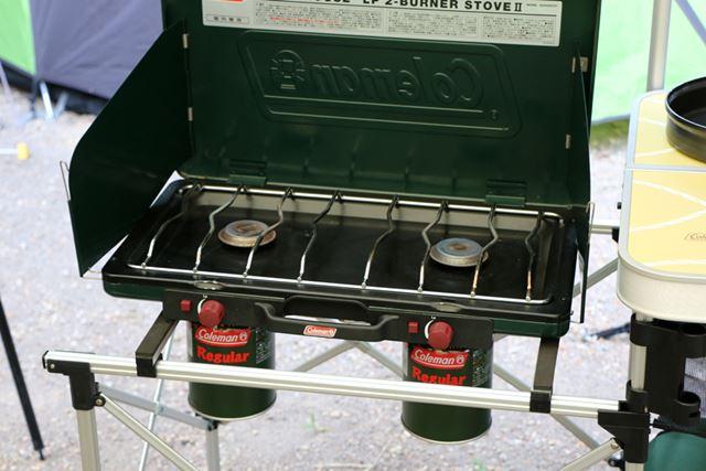 LPガスが入った缶を装着し、着火するだけなのでガスバーナーは簡単!