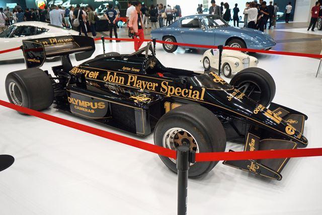 1985年型ロータス「97T」。黒地に金のJPSカラーが懐かしい