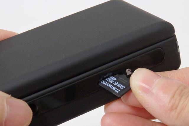 観察するだけなら不要ですが、静止画や動画を記録するためにはmicroSDカードが必須です