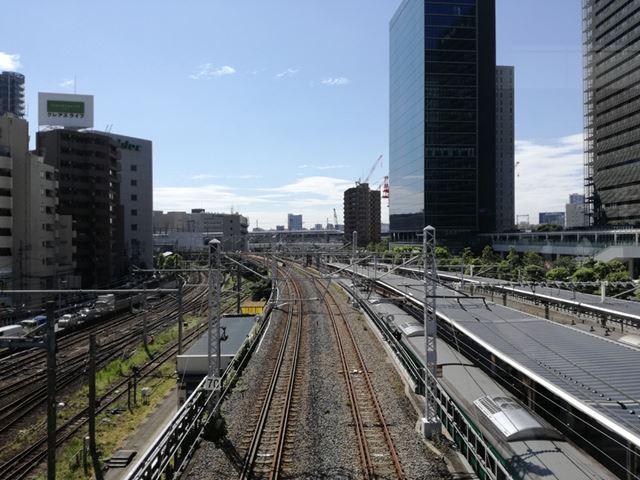 P9 liteのアウトカメラで撮影した写真。建物の細い線がシャープに再現されている。空も抜けるような青色だ