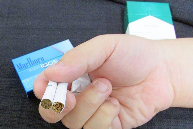 左が「iQOS」のヒートスティック。ヒートスティックのほうがタバコの葉の密度が高いように見える